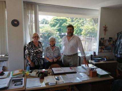 Lo staff di Gado con la segretaria Giuliana Vecchio, la proprietaria Maddalena Bertolotti vedova Gado e il prof. Daniele Antonio, Federico Marchesi I.