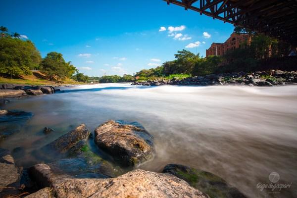 """Longa exposição do Rio Piracicaba. EXIF: 6"""" de exposição com filtro ND1000x às 14h 50 sobre sol pleno. DSC7309 (20140714)"""