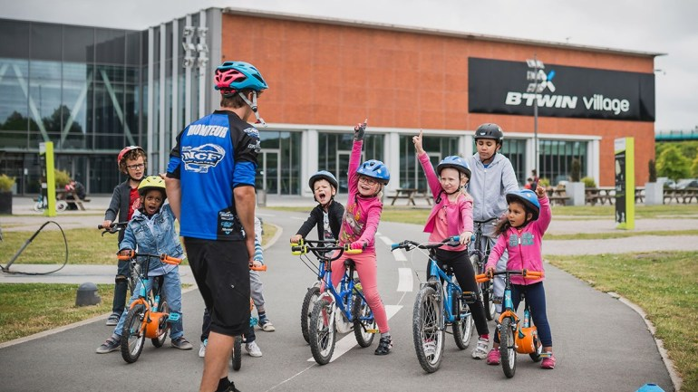 MCF LILLE MONITEURS VELO SCOLAIRES SVOIR ROULER PLAN VELO B'TWIN VILLAGE