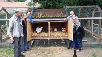 Des poules, des amis, notre quartier vivant !