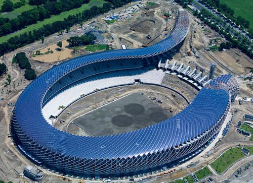 Estadio de fútbol que funciona con energía solar