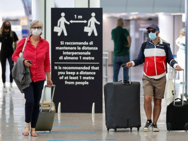 EU executive urges reopening in summer to vaccinated tourists