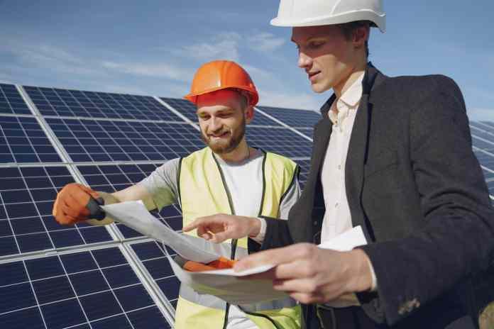O plano do Senai teve como objetivo ampliar o conhecimento sobre a energia solar dentro da rede das escolas de ensino técnico da instituição para a abertura de cursos de capacitação.