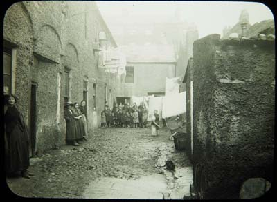 Henrietta Place, Dublin 1913. The flight of wealth to the suburbs often meant an escape from inner city squalor.