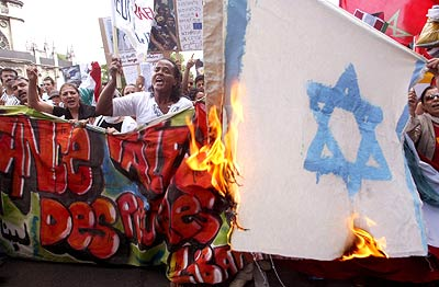 anti-Israel flag burning