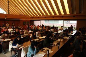 会場となった立教大学の太刀川記念会館ホールには、外国籍の方も含め幅広い方々が集まりました。