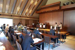 パネル討議では会場の学生や教育関係者から積極的に質問や意見が出された。