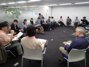 学生から研究者、実践者、大使館関係者など多彩な人々が集まりました。