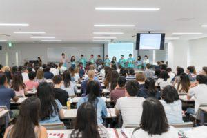 世界67の国と地域からやってきた学生たち。