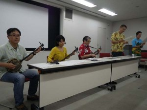 会員の集いの最後に行われたバンドによる演奏。明日があるさの替え歌を歌いました