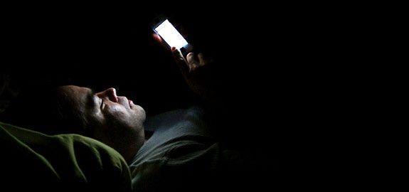 Uso del smartphone en la cama