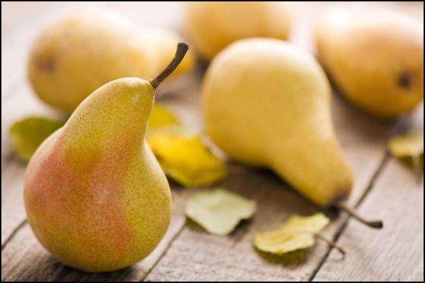 Peras en la mesa