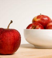 Manzanas rojas en el bol