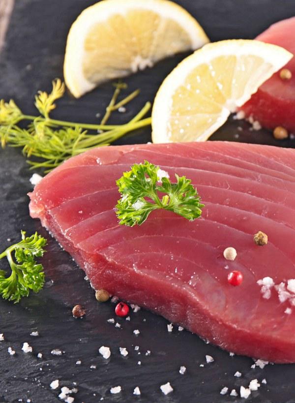 Si te ponen en el plato una ración de pez espada, atún rojo o lucio sal corriendo