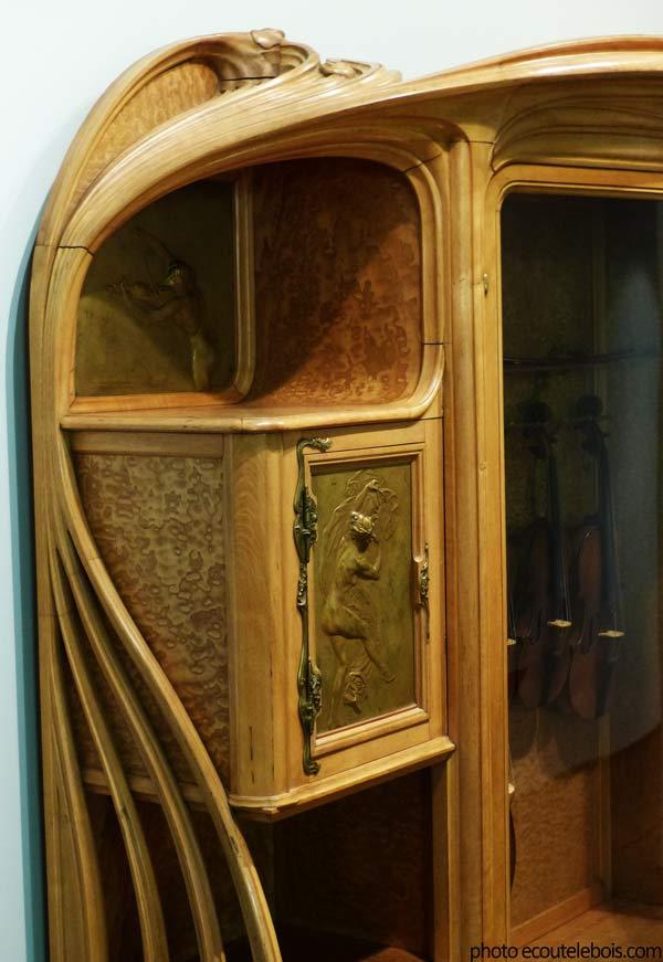 armoire à quatuor courbes art-nouveau 1901