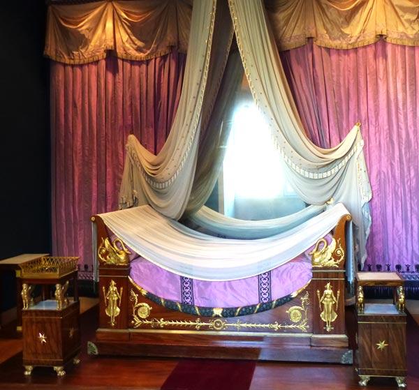 chambre Mme de Récamier lit table nuit- musée du Louvre ecoutelebois