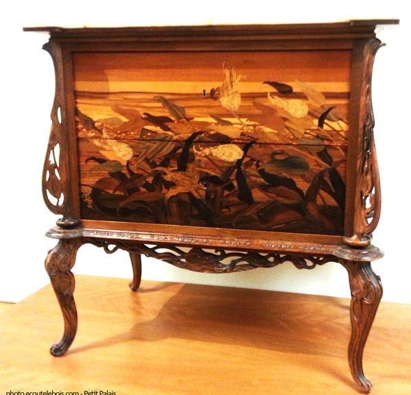 votre guide amoureux des styles de mobilier art nouveau style 1900 ecoute le bois. Black Bedroom Furniture Sets. Home Design Ideas