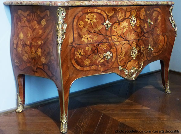 commode galbée marqueterie Louis XV ecoutelebois