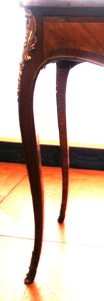 jambe élancée table Louis XV