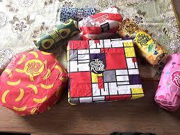 Ingepakte cadeautjes met papier van The Good Roll