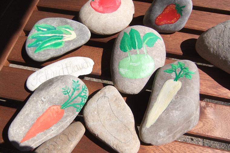 Ein Gluckswichtel Fur Dich Serie 5 Motiv 03 Glucksbringer Handbemalter Natur Stein Unikat Gluckswichtel Serie 5 Glucksbringer Bemalte Steine The Art Of Stone