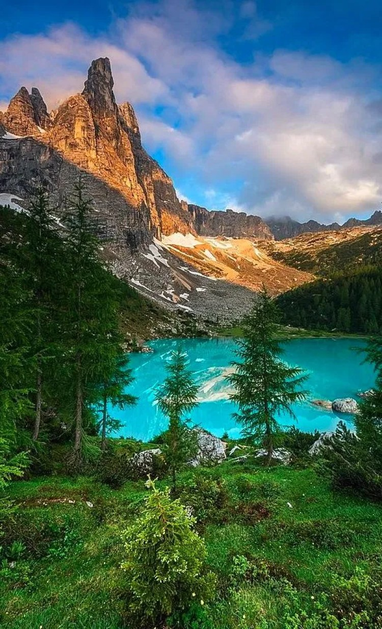 Sorapis lake in the Dolomites of northern Italy