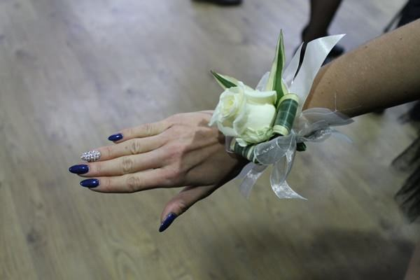 60 Stunning Prom Nails Ideas To Rock On Your Special Day ...