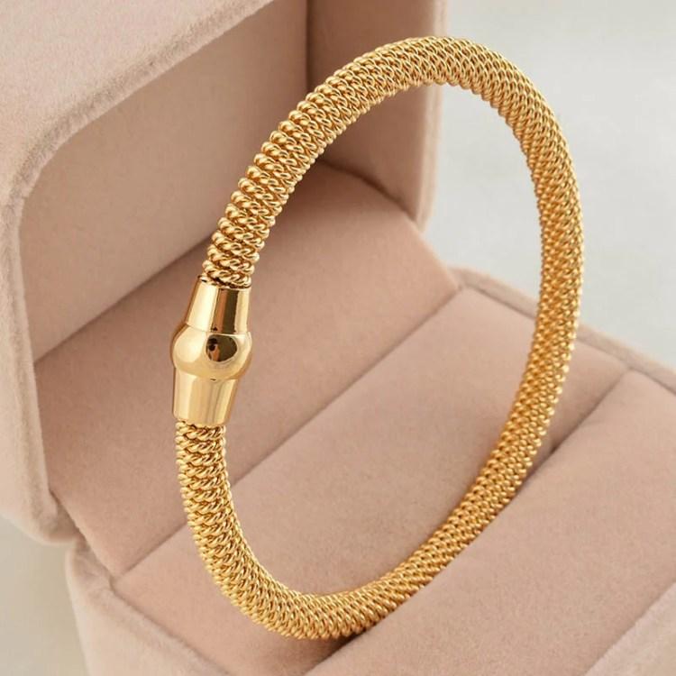 top 10 best bracelets for women with a unique design. Black Bedroom Furniture Sets. Home Design Ideas