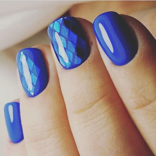 Amazing Shellac Manicure Ideas Blue Color Holographic Shellac Design ...