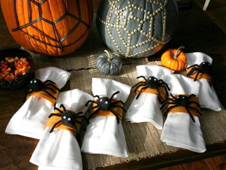 creepy-crawly-napkin-rings