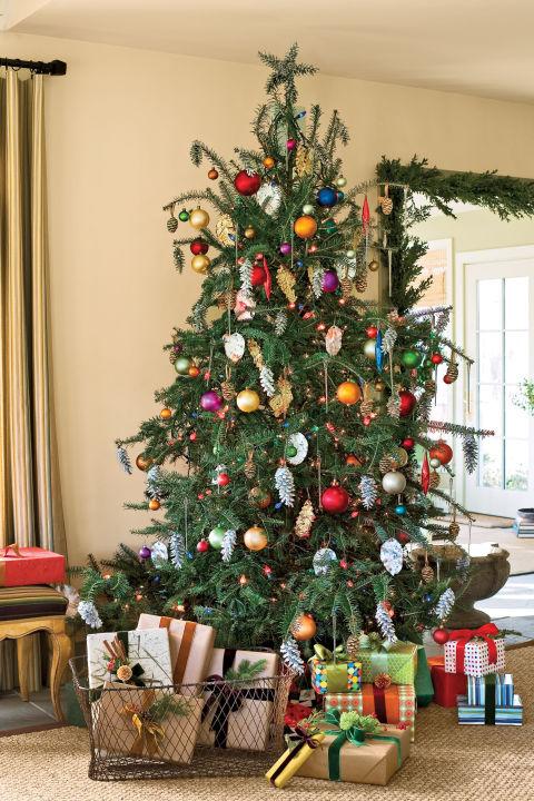 Simple Christmas Tree Decorating