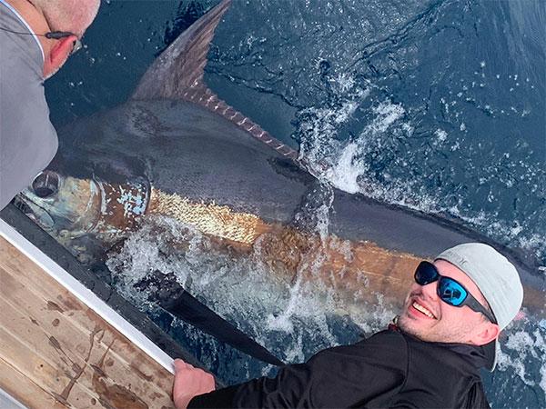 grander blue marlin fishing in action 01