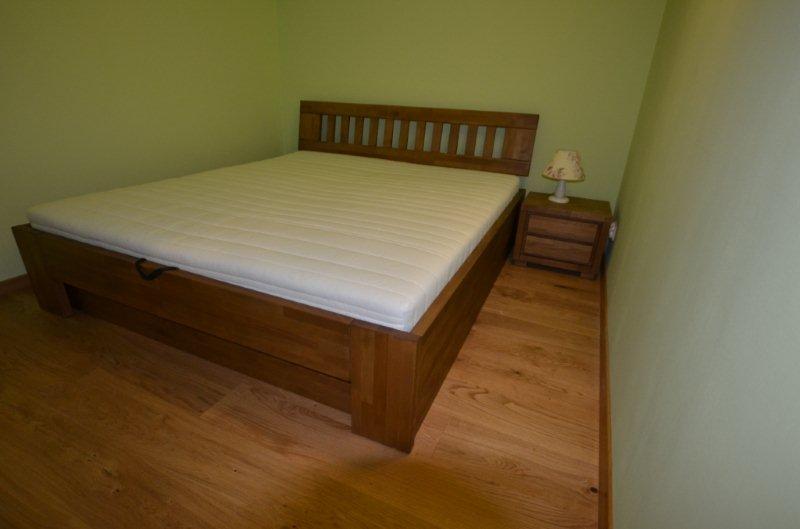 Łóżko bukowe drewniane ze skrzynią na pościel