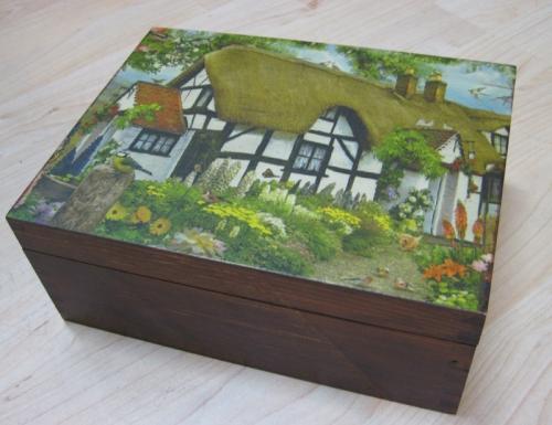 pudełko z litego drewna