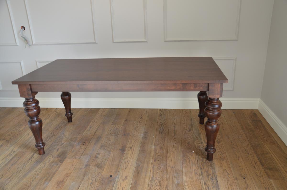 stół bukowy z toczonymi nogami kolor LA lite lamele