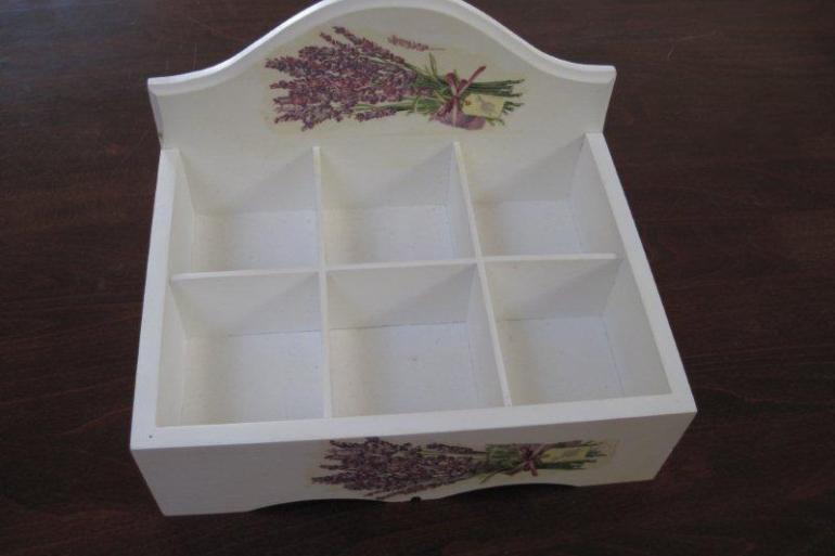 drewniane pudełko na przyprawy