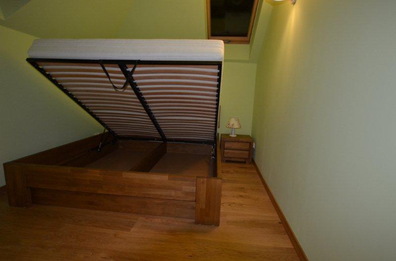Łóżko ze skrzynią na pościel szafka nocna nakastlik bukowy stelaż podnoszony