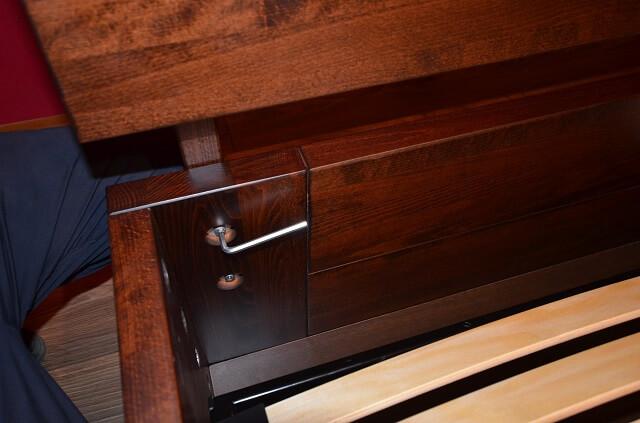 wnętrze łóżka ze stelażem podnoszonym i skrzynią