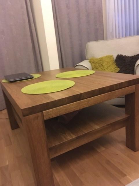stolik dębowy z szufladami