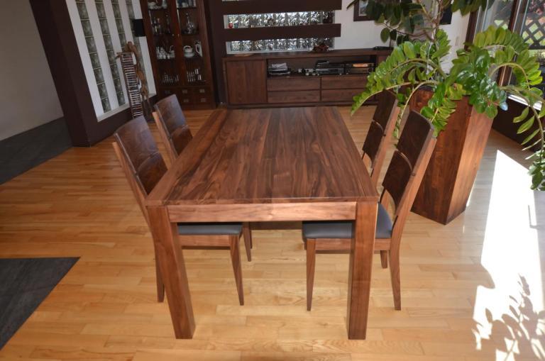 Stół i krzesła Spring k2 z orzecha amerykańskiego