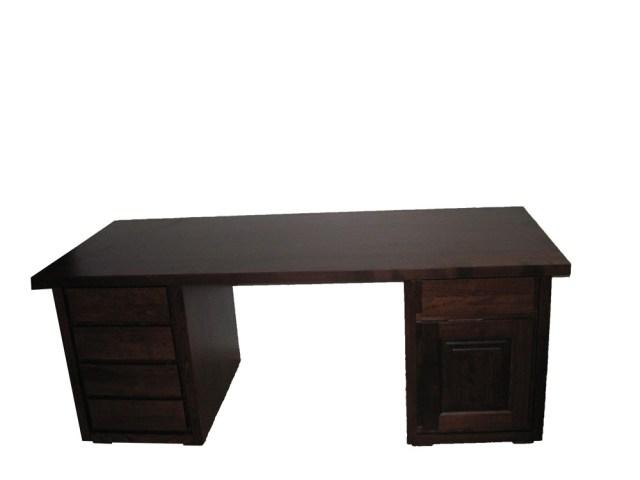 Masywne biurko drewniane