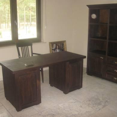 Biurko w domowym biurze