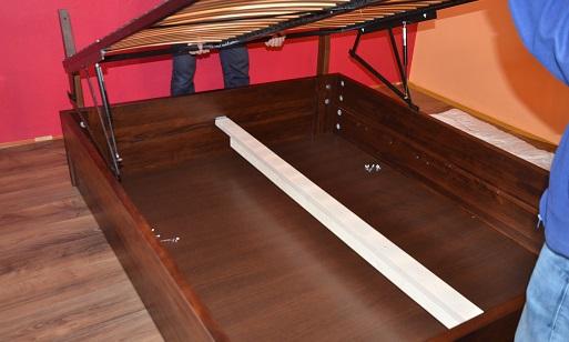 montaż stelaża do łóżka
