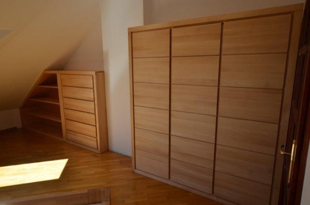 sypialnia na poddaszu skosy