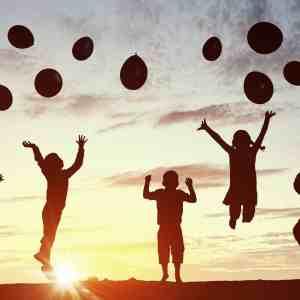 children balloons sunset