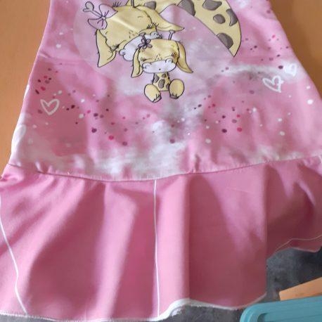 kleid pink komische figur