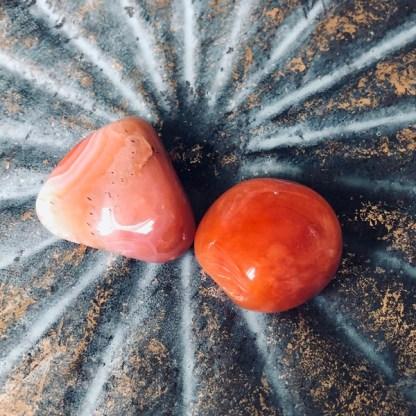 Carneool Botswana trommelstenen mineralen