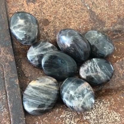 Maansteen Zwart Zaksteen Gepolijst Klein