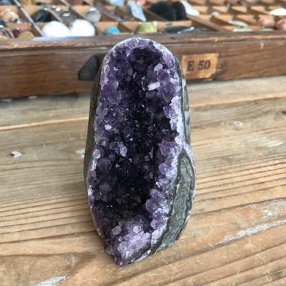 amethist cluster uruguay ruw mineralen