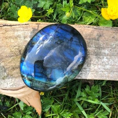 labradoriet handsteen gepolijst spectroliet blauw
